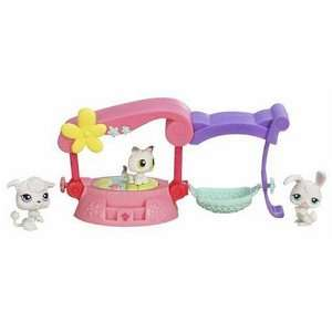 Hasbro Littlest Pet Shop Fancy Friends Bed  Toys & Games